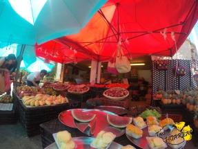 Marché aux fruits et légumes à Saint Gilles.